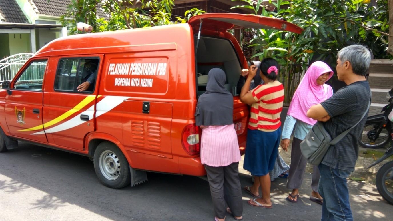 Pembayaran PBB di Mobil Pelayanan Keliling Pajak Daerah